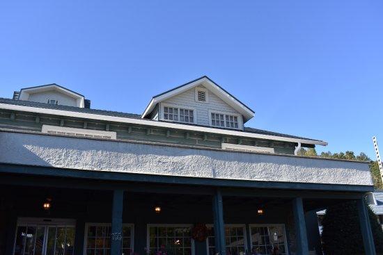 Gatlinburg Inn: Front of Historic Inn