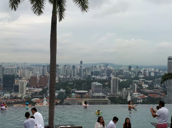 Sky on 57 : View across the Infinity pool