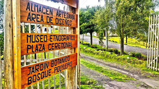 Cacha, Équateur: Letrero de los atractivos que tenemos