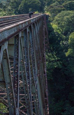 Puente Ferrocarril Rio Grande Atenas: Vertige interdit !