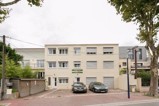 Aparthotel Le Relais Amelie  Clamart  France