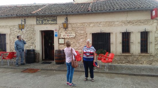 Madrona, España: Front of the restaurant