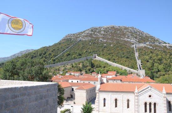 Ston, Croacia: Widok na wzgórze Pozvizd