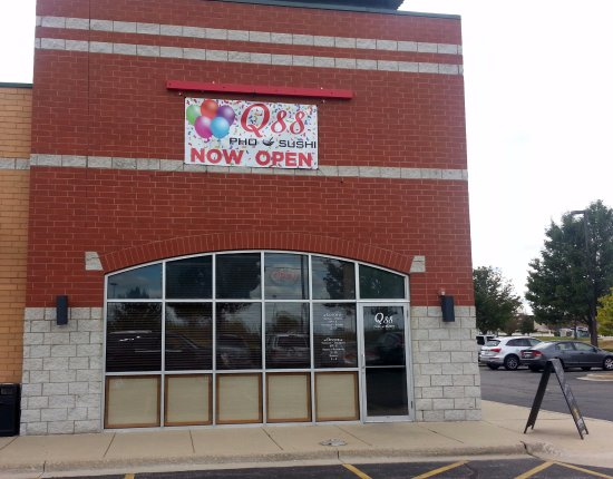 Carpentersville, IL: front of the newly opened Q88 Pho & Sushi