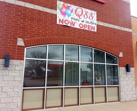 Carpentersville, IL: side view of Q88 Pho & Sushi
