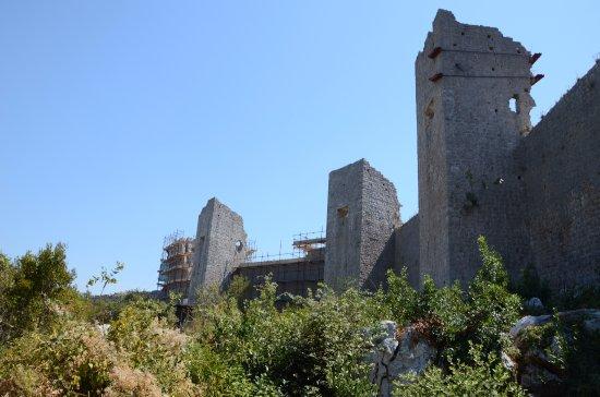 Mali Ston, Kroasia: Widok z miasteczka na Twierdzę Koruna