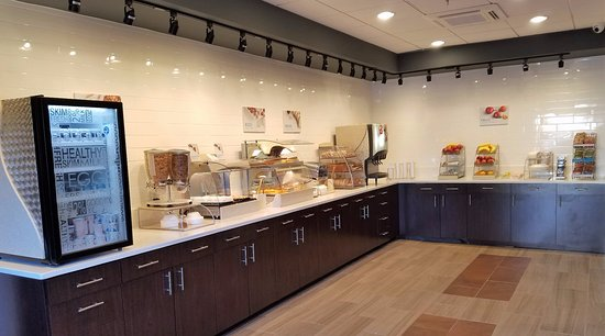 Holiday Inn Express Baltimore - BWI Airport West: Free Breakfast Buffet