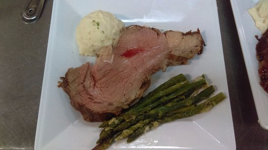 Rio Rancho, Нью-Мексико: Special event at K'Lynn's prime rib, garlic mash potatoes and Parmesan asparagus