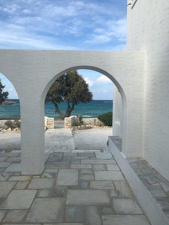 Roussos Beach Hotel: entrée de l'hôtel
