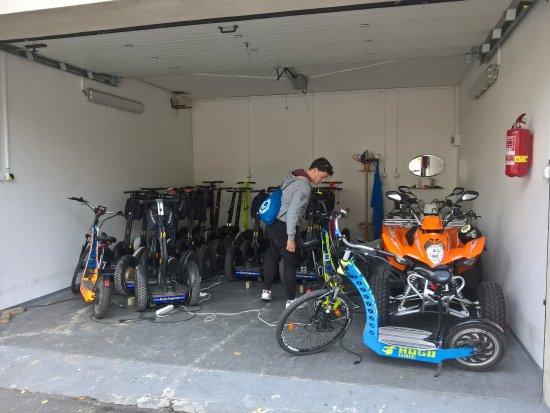 Prague On Segway, on E-Scooter, on Quad : Die Garage mit den gut gewarteten Segways