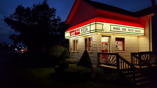 Alden, NY: Outside restaurant