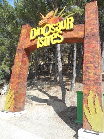 Entrée et sortie de l'exposition en pleine aire dinosaur-istres
