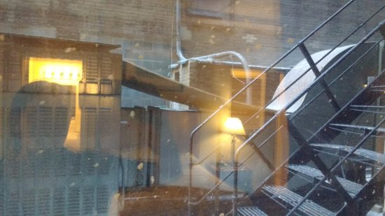 Travelodge by Wyndham Downtown Chicago: not snow, bird poop and dirt