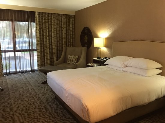 Room Layout At Phoenix Hilton Airport Hotel
