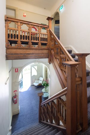 Neutral Bay Motor Lodge: Stairs to the 1st floor