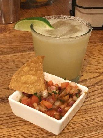 Farmington, ME: Uno Mas Mexican Style Grill & Tap House