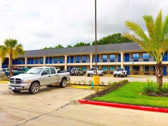 Americas Best Value Inn & Suites Mont Belvieu/Houston: Exterior