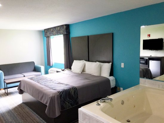 One King Bed Accessible Jacuzzi Picture Of Americas Best Value Inn Suites Mont Belvieu Houston Baytown Tripadvisor