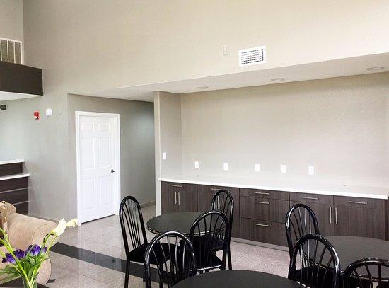 Americas Best Value Inn & Suites Mont Belvieu/Houston: Breakfast Area