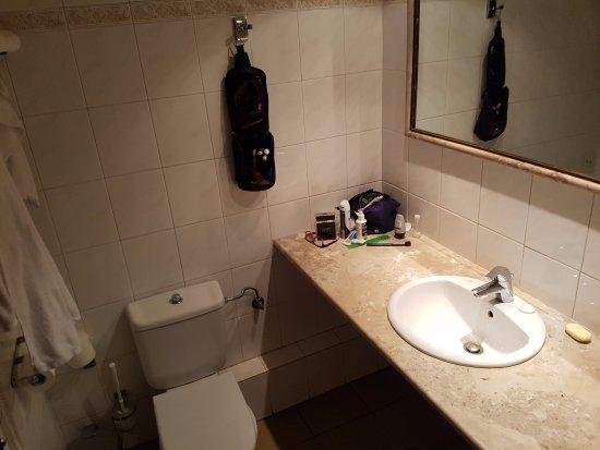 Pythagorion Hotel: banheiro