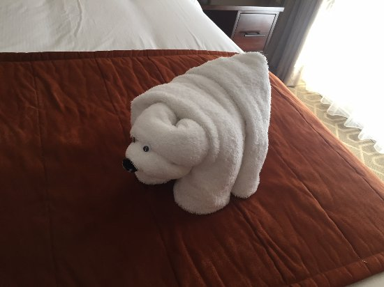 Coronado Beach Resort : Bear towel on the bed upon checkin