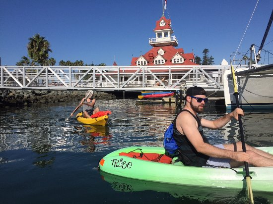 Coronado Beach Resort : Thursday morning kayaking activity on the bay