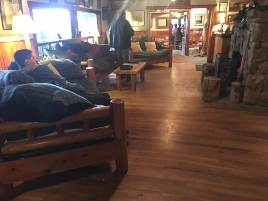 The Baldpate Inn : Common area with fireplace