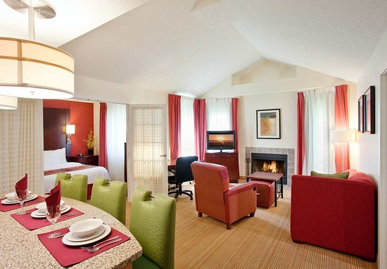 Fountain Valley, CA: Two-Bedroom Suite