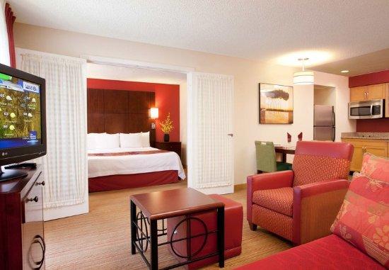 Fountain Valley, CA: One-Bedroom Suite