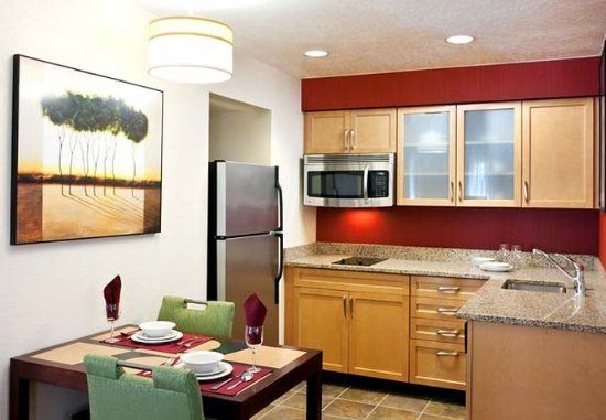 Fountain Valley, CA: Studio and One-Bedroom Suite Kitchen