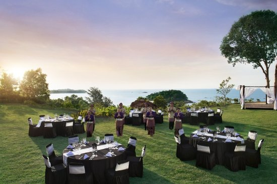 Banyan Tree Bintan: Dinner on the hill