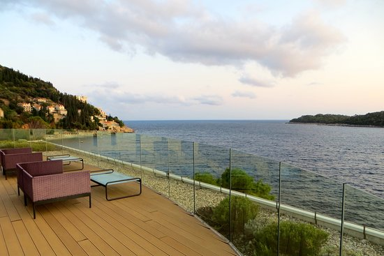Villa Dubrovnik: View from the bar