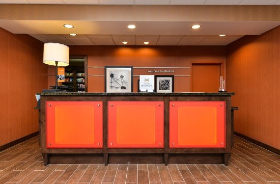 Clinton, IA: Front Desk