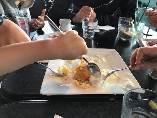 Wharfside Cafe : Amazing apple pie