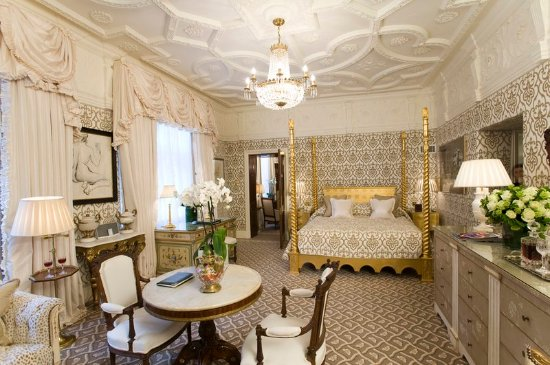 The Milestone Hotel and Residences: Grand Master Suite - Tudor Suite