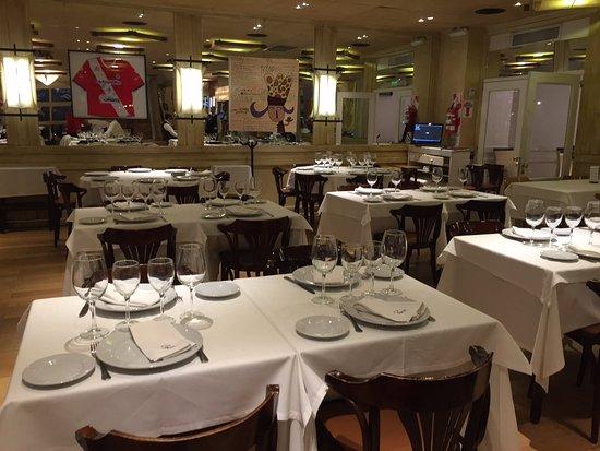Piegari Carnes: Vista de las mesas del restaurante