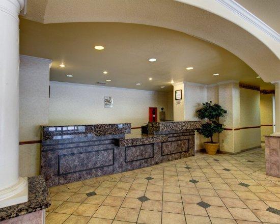 Quality Inn & Suites: TXGFront Desk