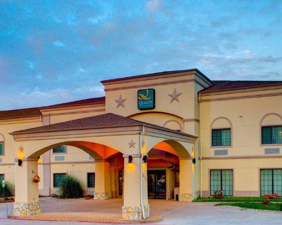 Quality Inn & Suites: TXGExterior
