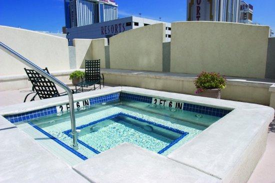Wyndham Skyline Tower: Outdoor Hot Tub