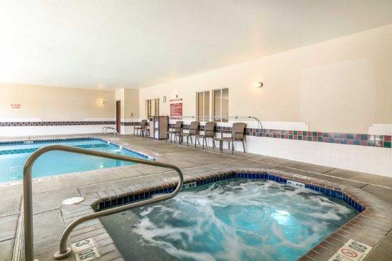 Γιακίμα, Ουάσιγκτον: Indoor pool with hot tub