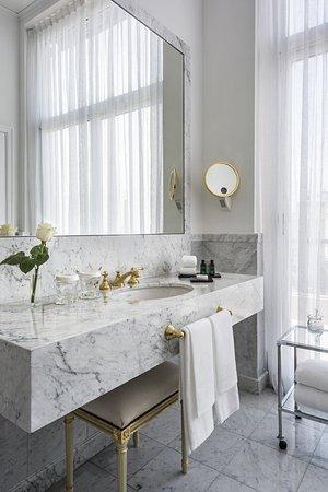 Alvear Palace Hotel: Suite Lounge bathroom