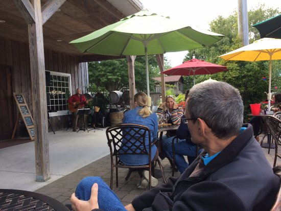 Cape May Winery: a little vino and some music