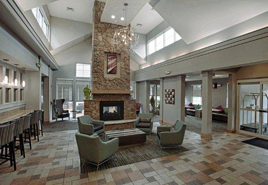 Egg Harbor Township, Nueva Jersey: Lobby Fireplace