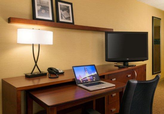 Larkspur, CA: Guest Room Work Area