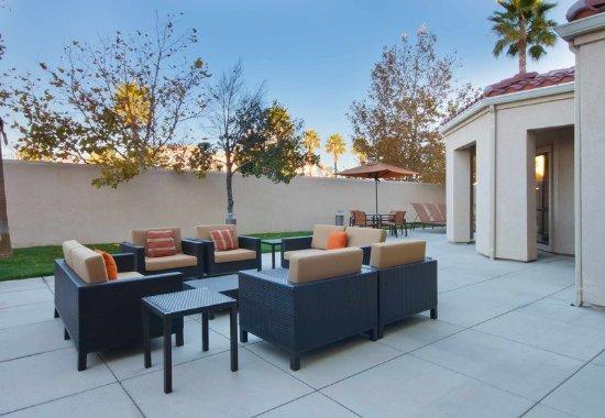 Palmdale, Californien: Outdoor Patio