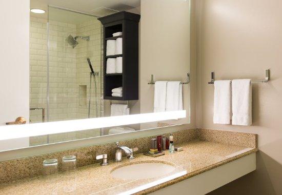 Hyattsville, Maryland: Guest Bathroom
