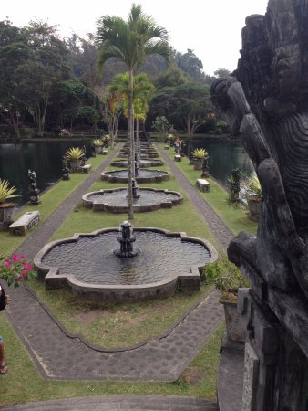Tirta Ayu Hotel & Restaurant: Some of the fountains