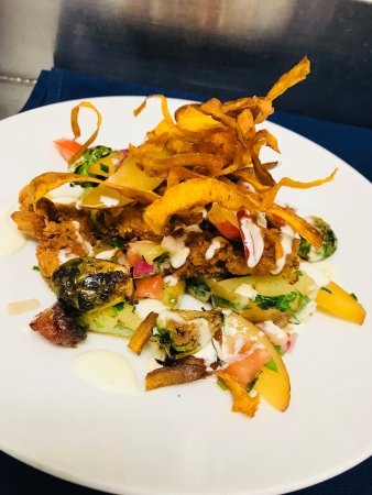 Salem, VA: Blue Apron Restaurant and Red Rooster Bar
