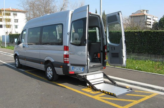 Sedie A Rotelle Roma : Accessible transfer service for wheelchair users in rome foto di