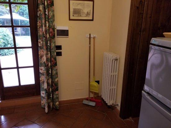 Montegufoni, Italia: Highlight of the suite. Between front door and door to master bedroom. Stylish!